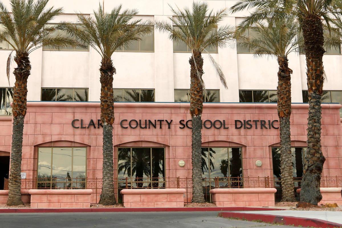 Centro Administrativo del Distrito Escolar del Condado Clark (Chitose Suzuki / Las Vegas Review ...