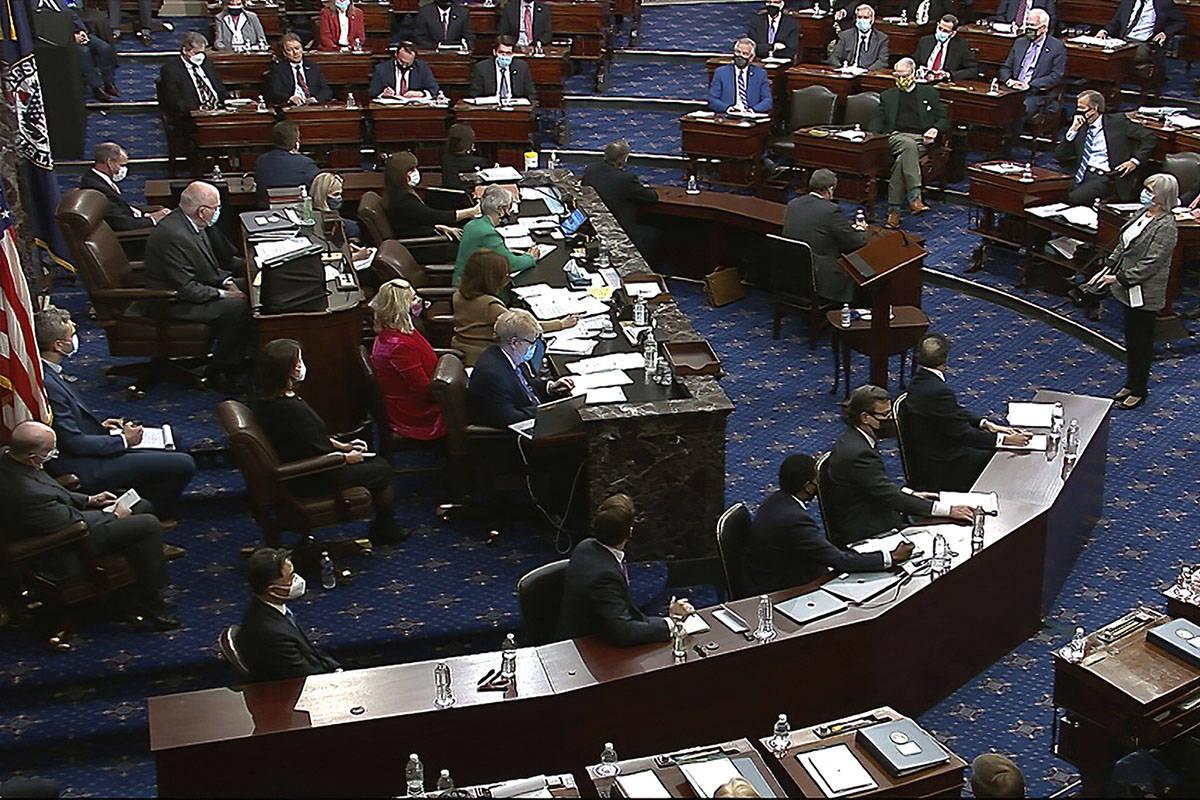 En esta imagen de un video, los senadores votan durante el segundo juicio político del expresi ...