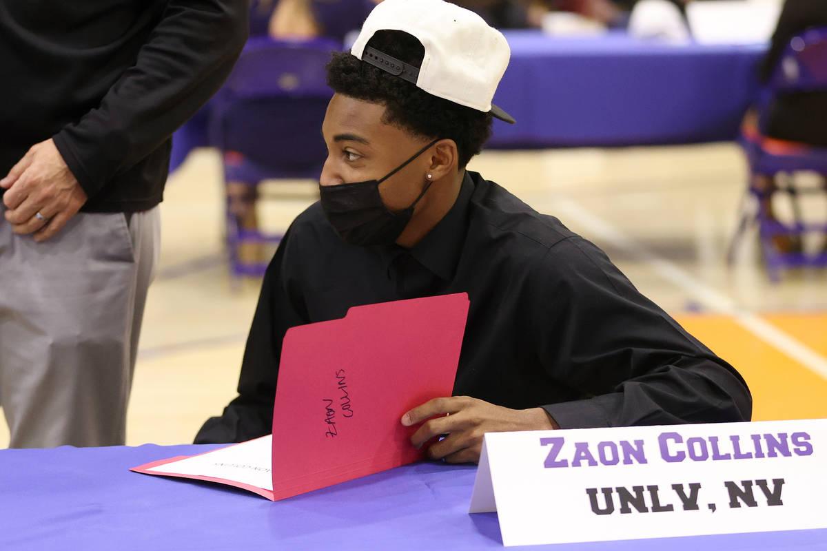 Zaon Collins participa en la ceremonia del Signing Day en Bishop Gorman High School Las Vegas e ...
