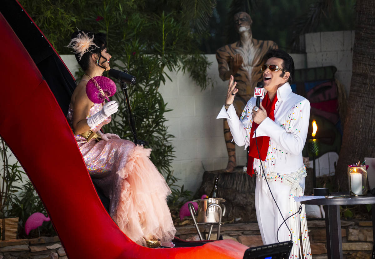 "Steve Connolly, titular en Four Queens y artista tributo a Elvis, aparece durante ""End of Summe ..."