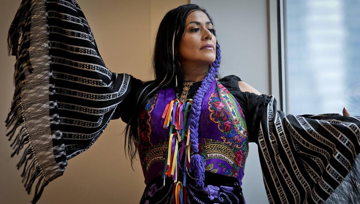 En esta foto de archivo, Ana Lila Downs Sánchez, cantautora y actriz mexicana, posa durante un ...