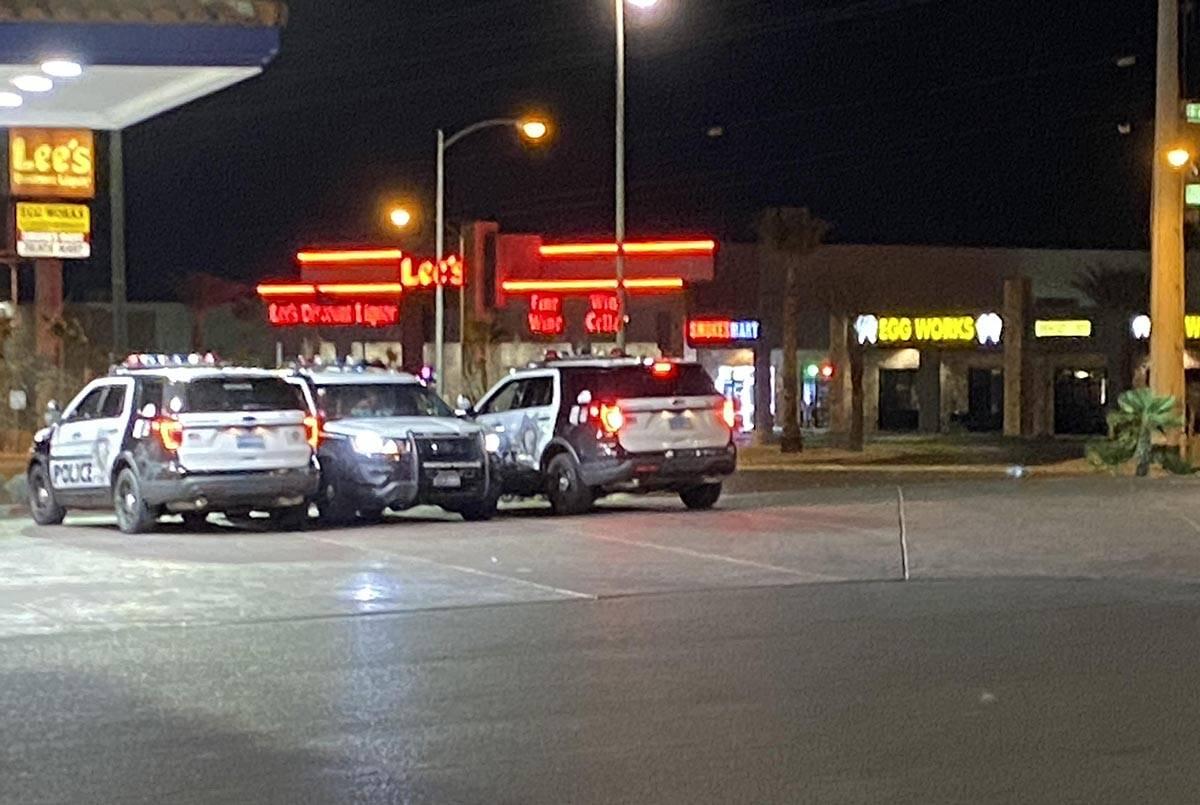 Un hombre fue asaltado mientras estaba en Nevada State Bank en la cuadra 9400 de West Flamingo ...