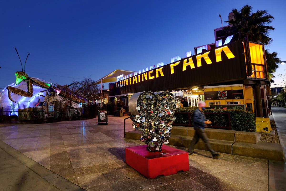 El Downtown Container Park de Las Vegas el miércoles, 17 de febrero de 2021. La familia del fa ...