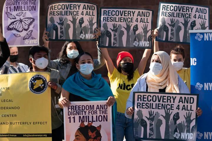 En esta foto de archivo, los manifestantes de la Coalición de Inmigración de Nueva York se re ...