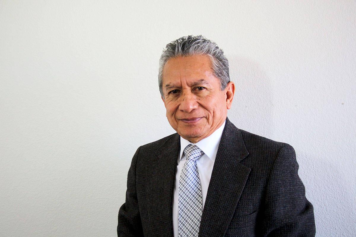 """Rodrigo González conduce el programa """"Reforma Migratoria 2021"""" que se transmite los miérc ..."""
