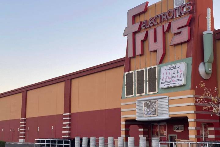 Fry's Electronics en Town Square, Las Vegas, en esta foto del miércoles, 24 de febrero de 2021 ...