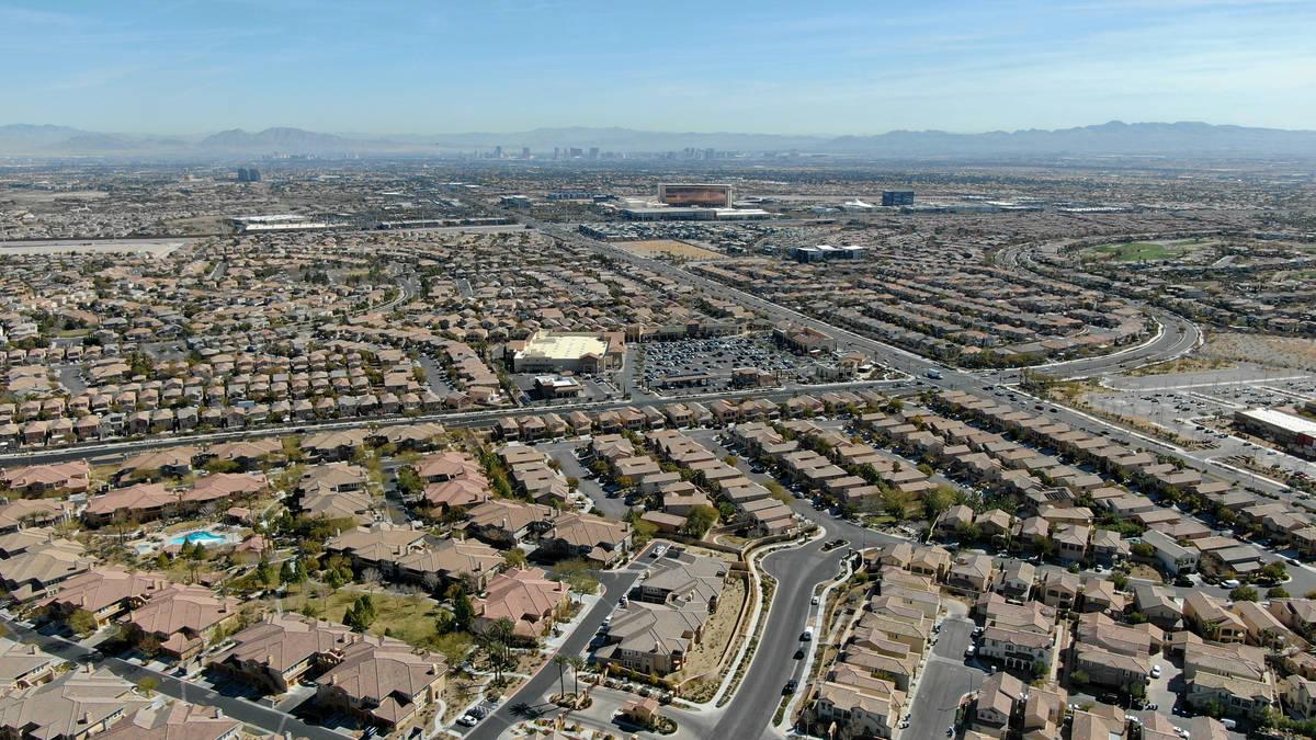 Una vista aérea de las urbanizaciones cercanas a Paseos Park en Summerlin el martes, 23 de feb ...