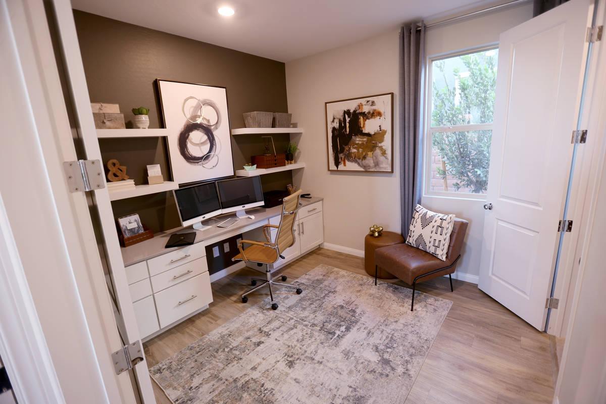 La oficina de la casa modelo en la comunidad de KB Home de Stonegate en Las Vegas el jueves, 25 ...