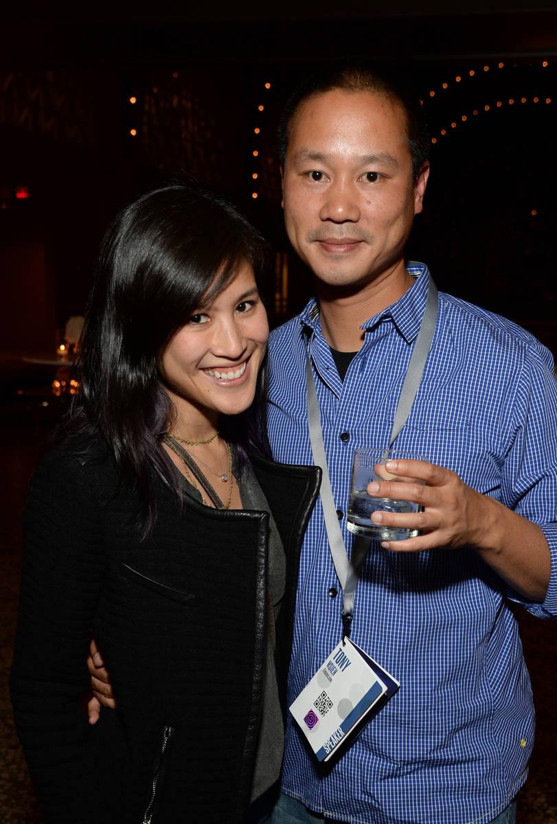 Mimi Pham y el director ejecutivo de Zappos.com, Tony Hsieh, asisten al cóctel de la cumbre Va ...