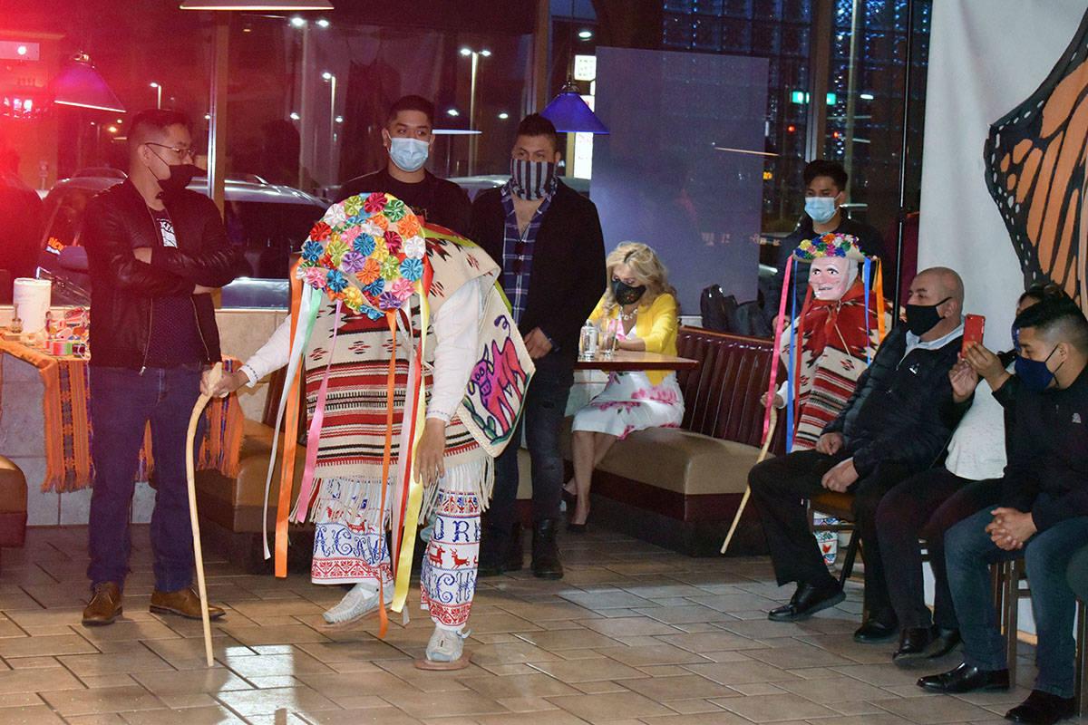 La Danza de los Viejitos, coordinada por Pedro Tadeo de Corupo, Michoacán, estelarizó la pres ...