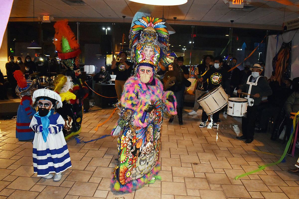 La Comparsa Fiesta Morelense realizó el Brinco del Chinelo, acompañada de la Banda Imperio. J ...