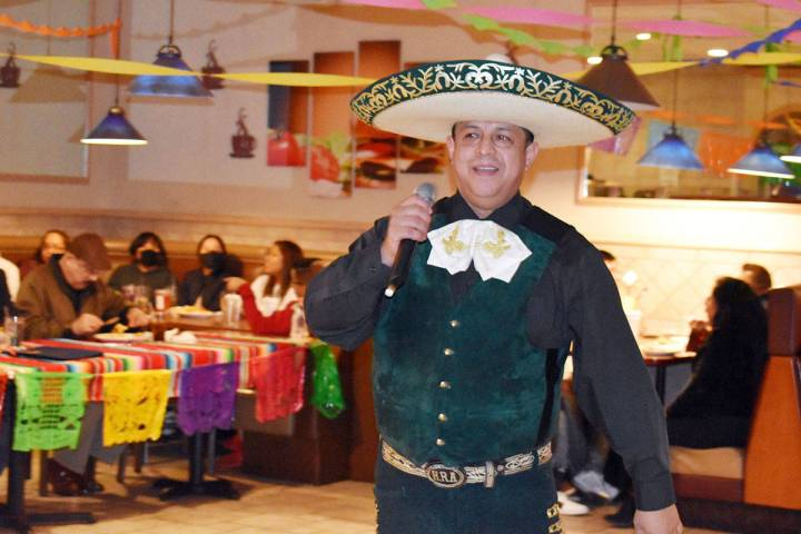 """Humberto """"El Viajero"""" Ramírez, interpretó """"Caminos de Michoacán"""", """"Un puño de tierra"""", ..."""