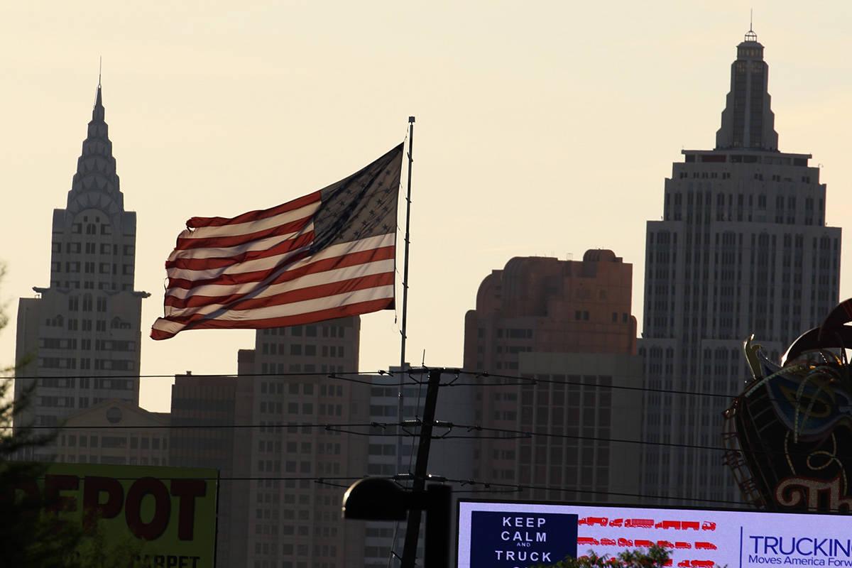 Los vientos de Las Vegas podrían alcanzar las 45 mph el martes, 9 de marzo de 2021, según el ...