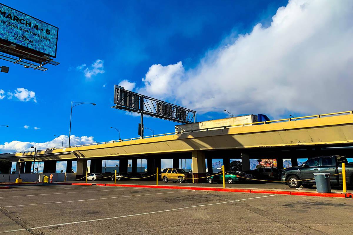 """Los planes para el proyecto de carreteras """"Downtown Access"""" incluyen la demolición y sustituci ..."""
