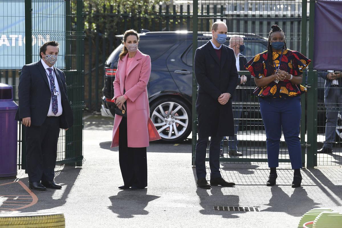 El príncipe William, con Kate, duquesa de Cambridge, visitan la School21, una escuela en el es ...