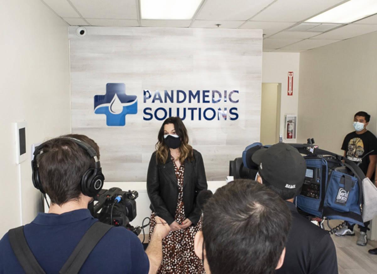 PandMedic Solutions, entregó mascarillas faciales -de grado médico- a la organización sin fi ...