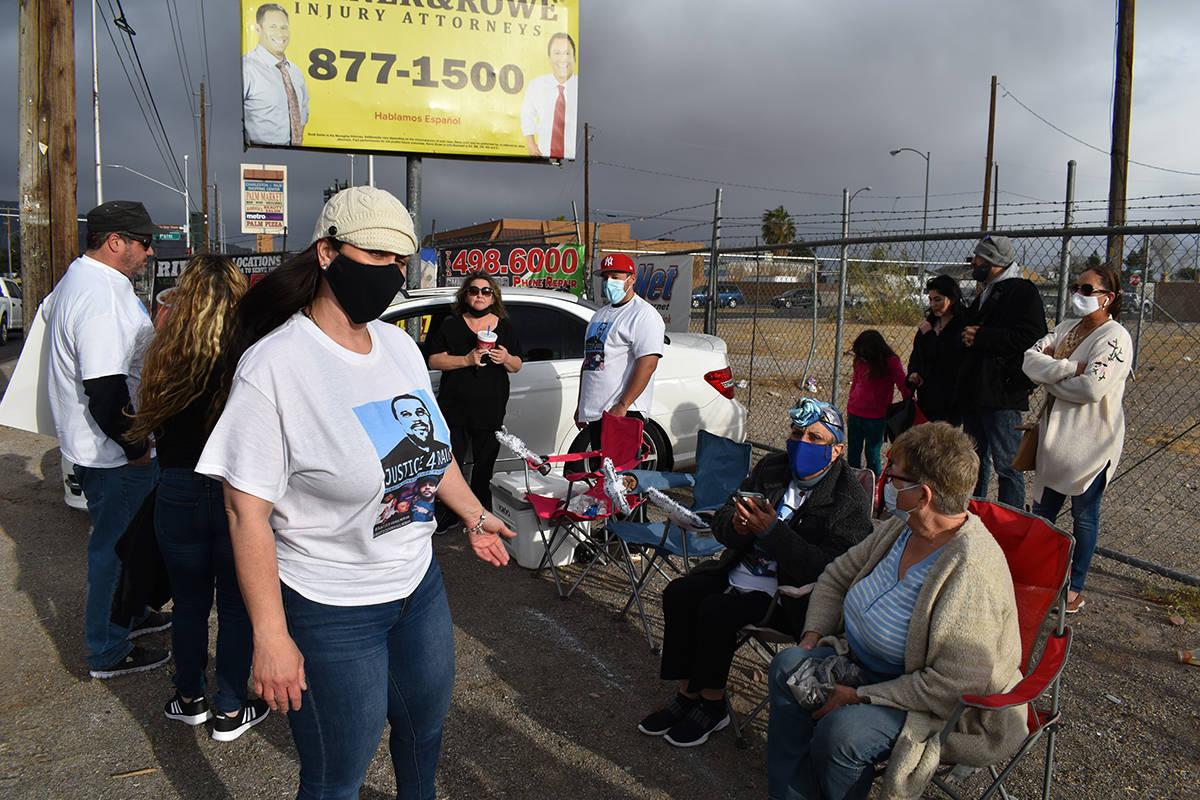 Una vigilia se realizó en el lugar donde fue baleado hace dos años Raúl Morán. La familia y ...