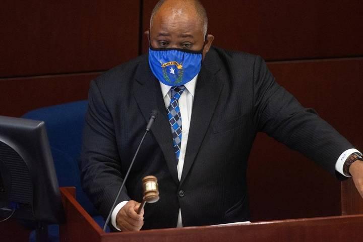 El presidente de la Asamblea, Jason Frierson, golpea su martillo convocando a la Asamblea el mi ...