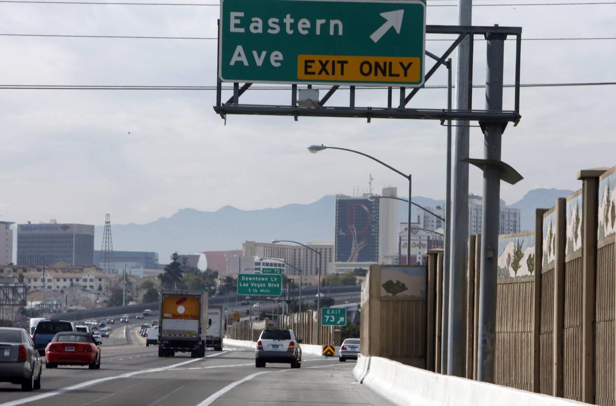 Un automovilista viaja por el puente de Eastern Avenue en la Interestatal 95 en dirección nort ...