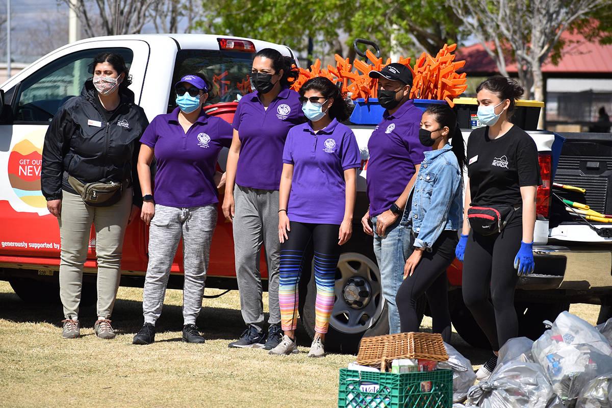 La concejal Olivia Díaz, tercera desde la izquierda, coordinó de las actividades de embelleci ...