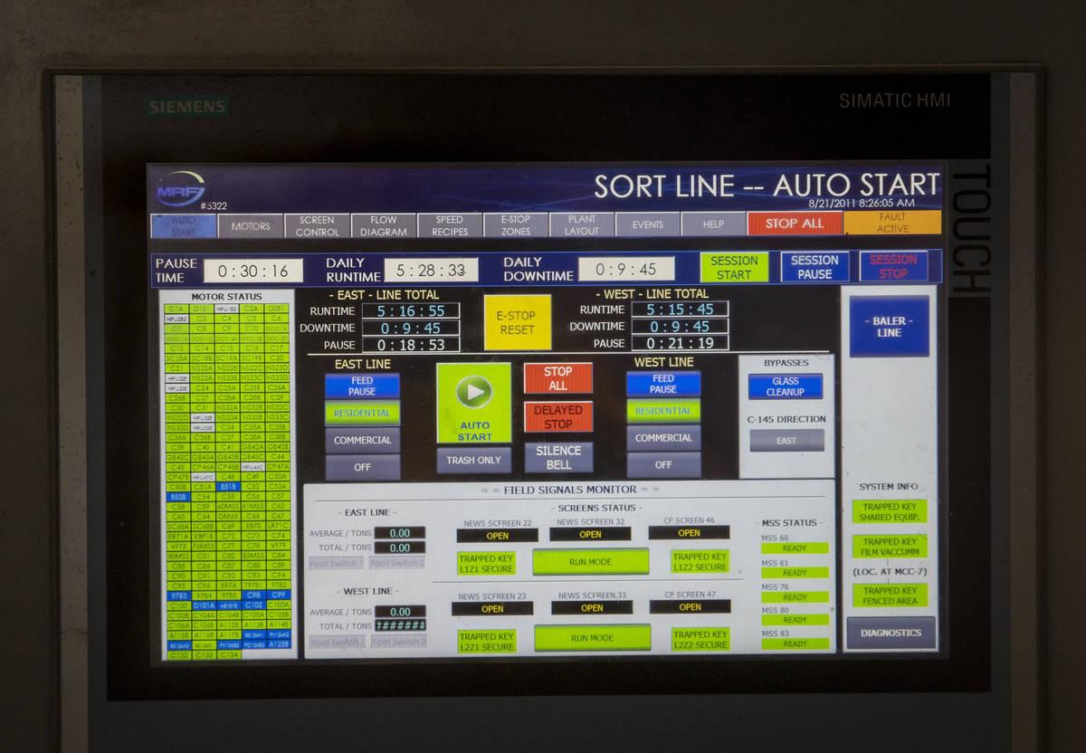 Todo el sistema de clasificación es operado y monitoreado por supervisores en el centro de rec ...