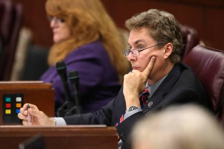El asambleísta de Nevada Brent Jones, republicano por Las Vegas, trabajando en el piso de la A ...
