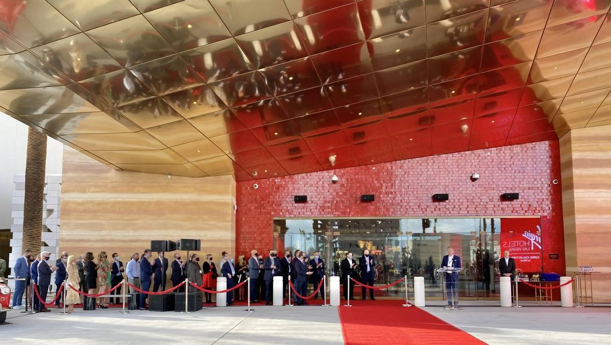 Invitados esperan la apertura de Virgin Hotels Las Vegas el jueves, 25 de marzo de 2021. (L.E. ...
