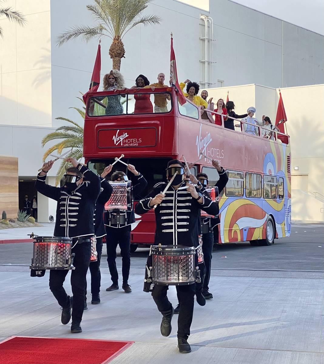 Tamborileros y bailarines llegan a la inauguración de Virgin Hotels Las Vegas el jueves, 25 de ...