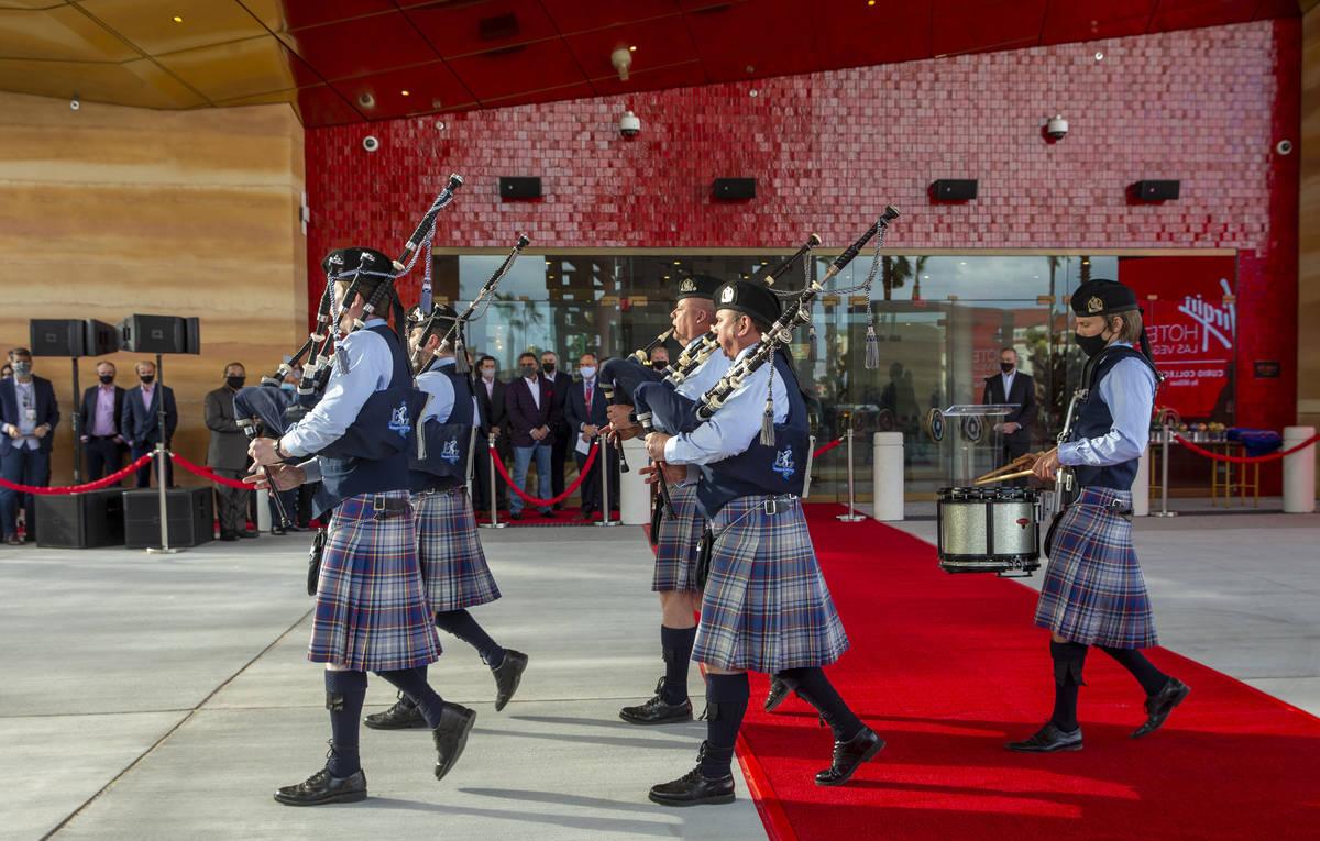 Gaiteros llegan para tocar para los invitados durante las ceremonias de apertura de Virgin Hote ...