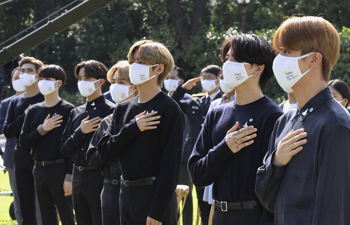 ARCHIVO.- En esta foto de archivo del 19 de septiembre de 2020, el grupo de K-pop surcoreano BT ...