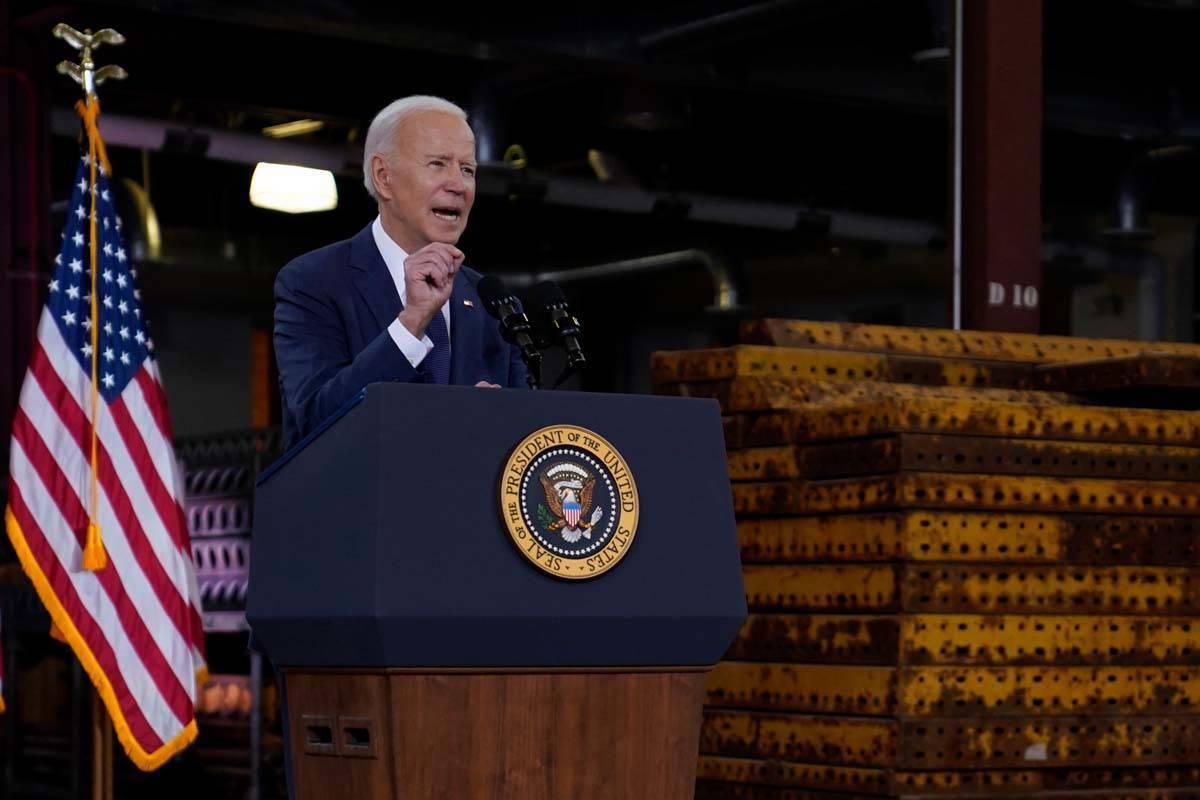 El presidente Joe Biden pronuncia un discurso sobre el gasto en infraestructura en Carpenters P ...