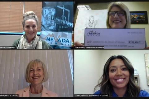 Alissa Wood, de Nevada Gold Mines; Tami Hance-Lehr, Sarah Goicoechea y Cheri Ward, de Communiti ...