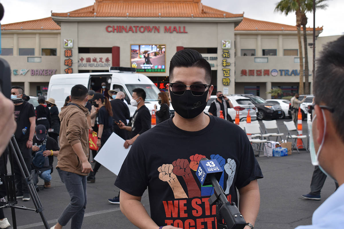 """El activista de origen asiático Randy Gao, acudió al evento denominado """"Stop Asian Hate"""" ..."""