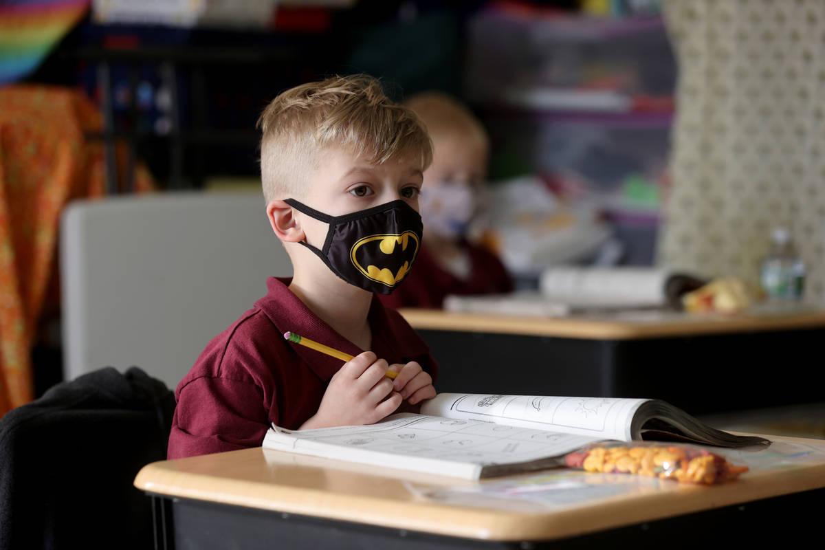 Wyatt Collins, de cinco años, en la clase de preescolar de Tammy Schuster durante las clases e ...