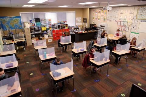 Estudiantes trabajan en la clase de primer grado de Joyelle Sampon en el campus Centennial Hill ...