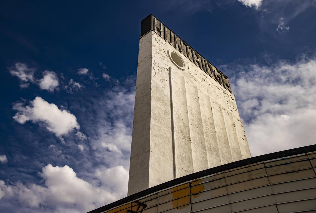 El Huntridge Theater el día después de que el fundador y promotor de Dapper Companies, J Dapp ...
