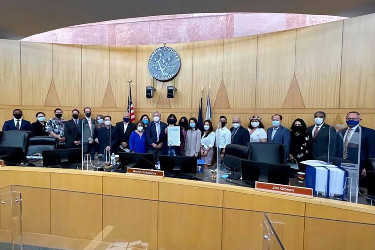 Los comisionados del Condado Clark se reúnen con líderes de la comunidad asiático-americana ...