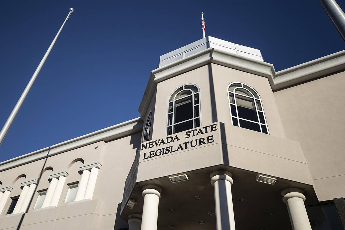 El edificio de la Legislatura del Estado de Nevada en el complejo del Capitolio estatal el domi ...