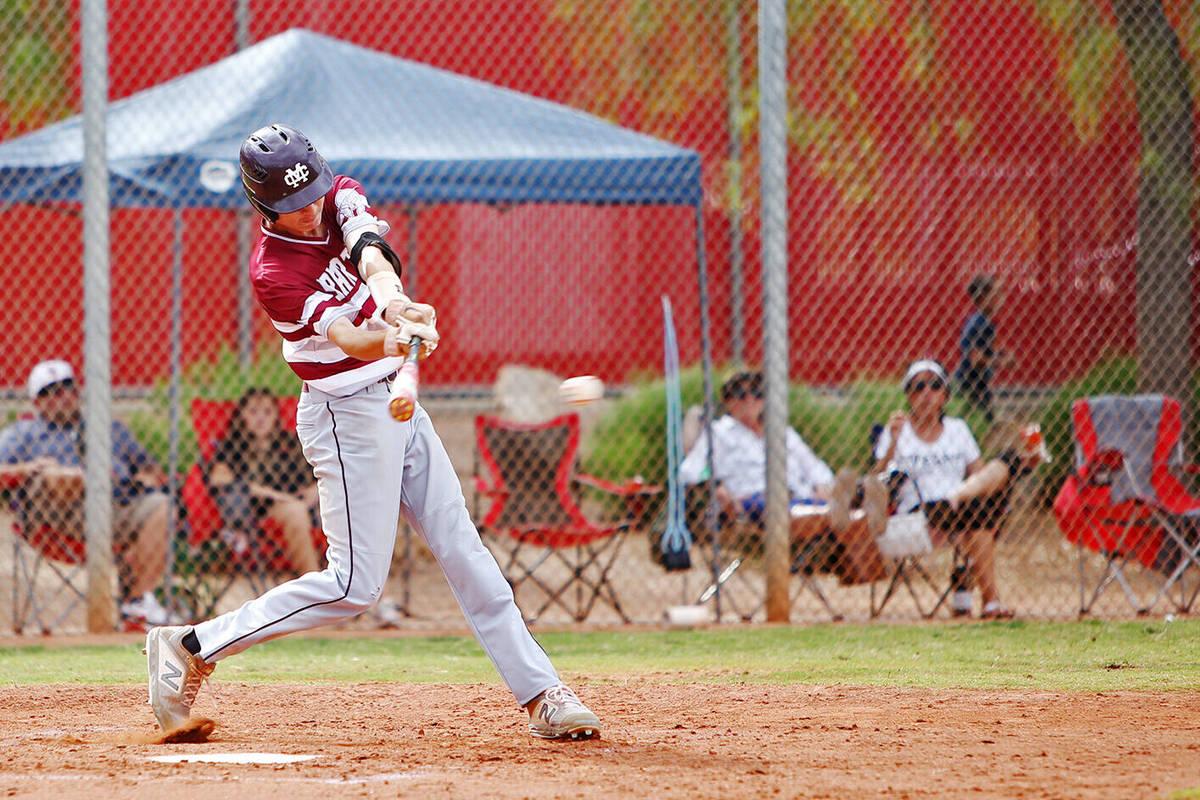 Ethan Daniel (17), de Cimarron-Memorial, batea la pelota contra Arbor View en el juego de segun ...