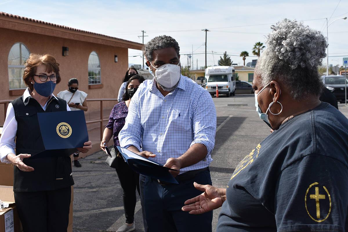 Funcionarios de Nevada reconocieron la labor que han hecho los voluntarios de la Iglesia Bautis ...