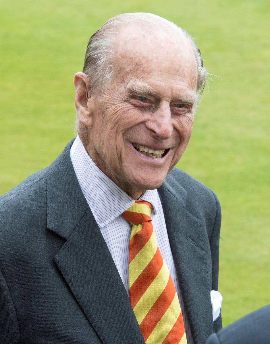 El príncipe Phillip de Gran Bretaña visita el Lord's Cricket Ground donde inauguró la nueva ...