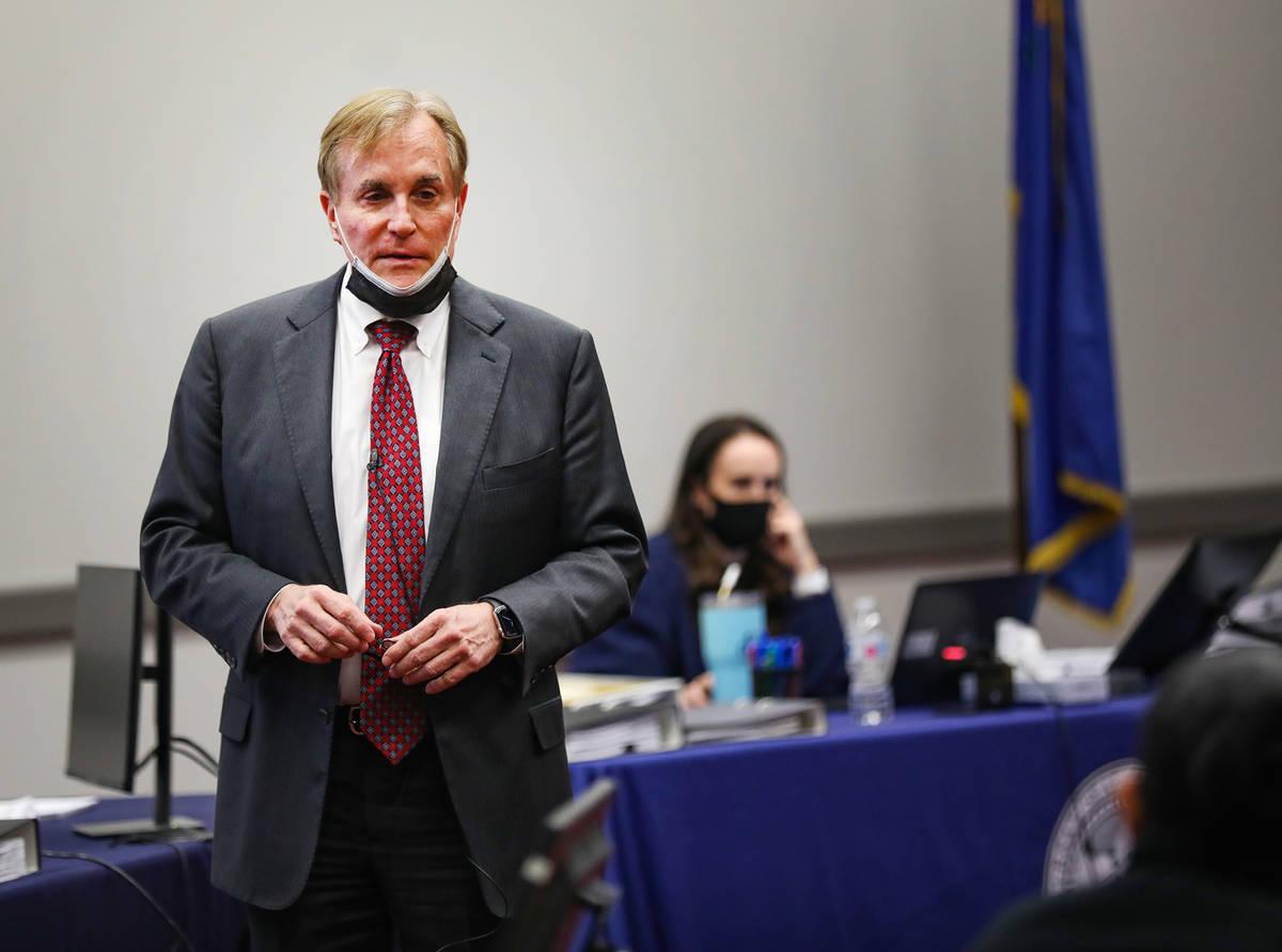 William Drury, abogado de MedicWest Ambulance, ofrece su argumento de cierre al jurado en Las V ...