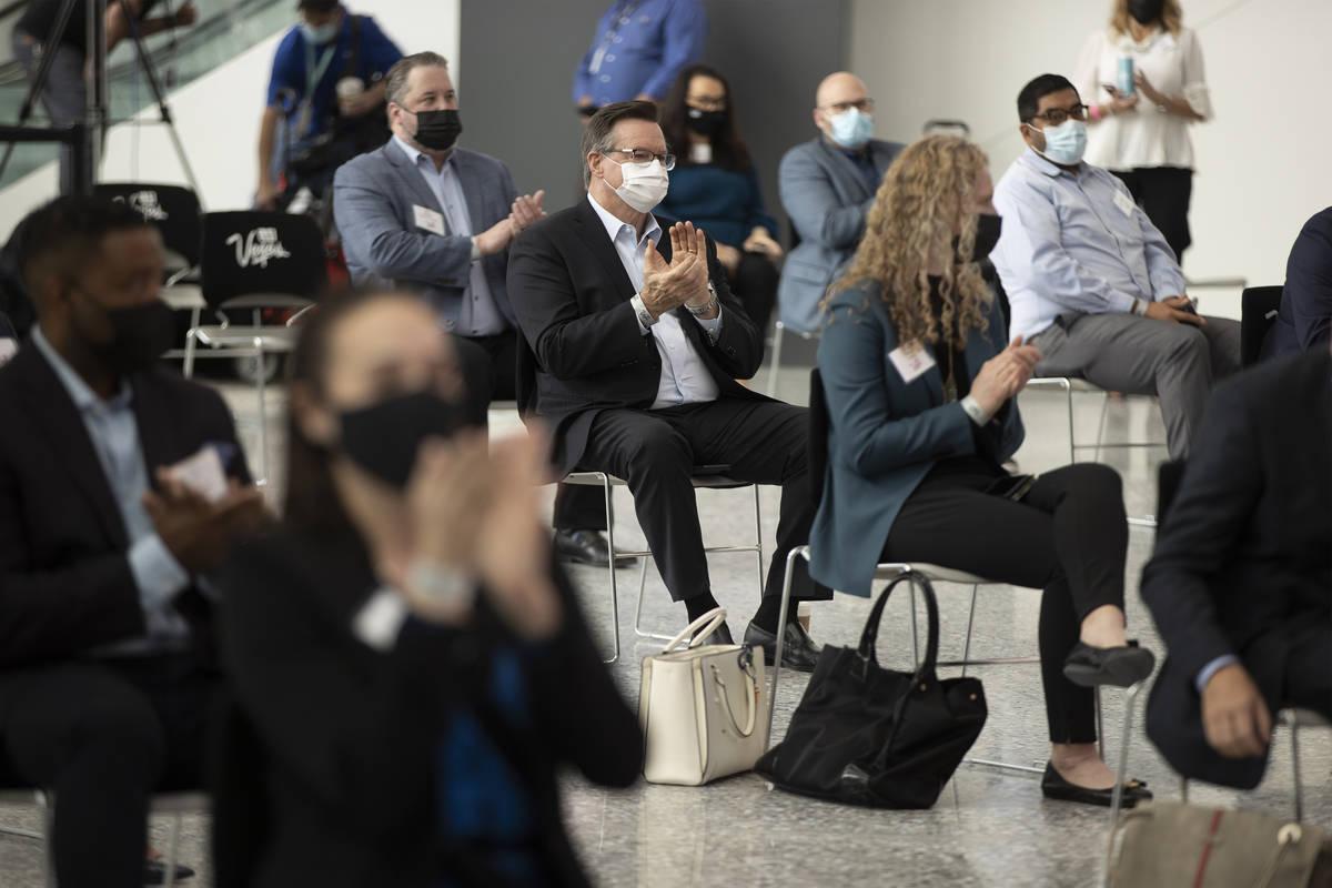 Asistentes escuchan un panel en el Global Meetings Industry Day en el West Hall del Las Vegas C ...