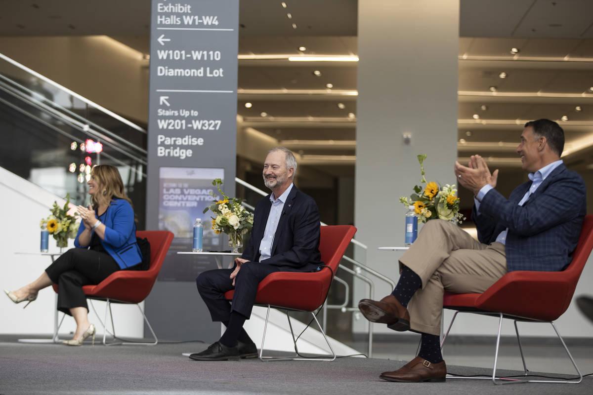 Stephanie Glanzer, de izquierda a derecha, directora de ventas y vicepresidenta de MGM Resorts ...