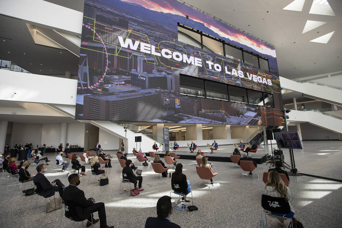 Asistentes escuchan una mesa redonda en el Global Meetings Industry Day en el West Hall del Las ...
