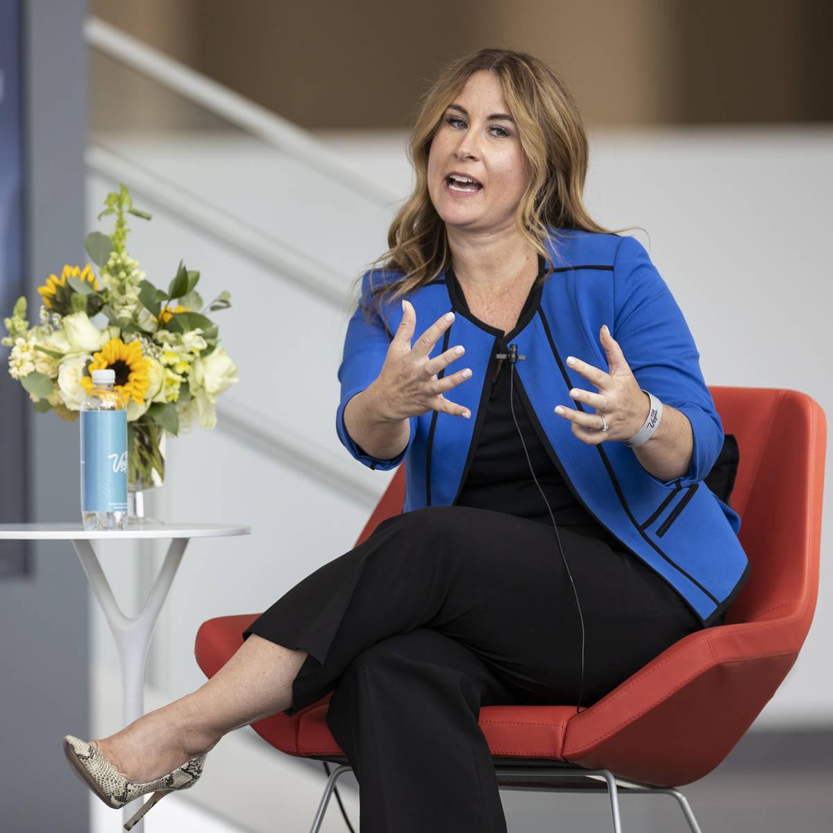 Stephanie Glanzer, directora de ventas y vicepresidenta de MGM Resorts International, habla dur ...