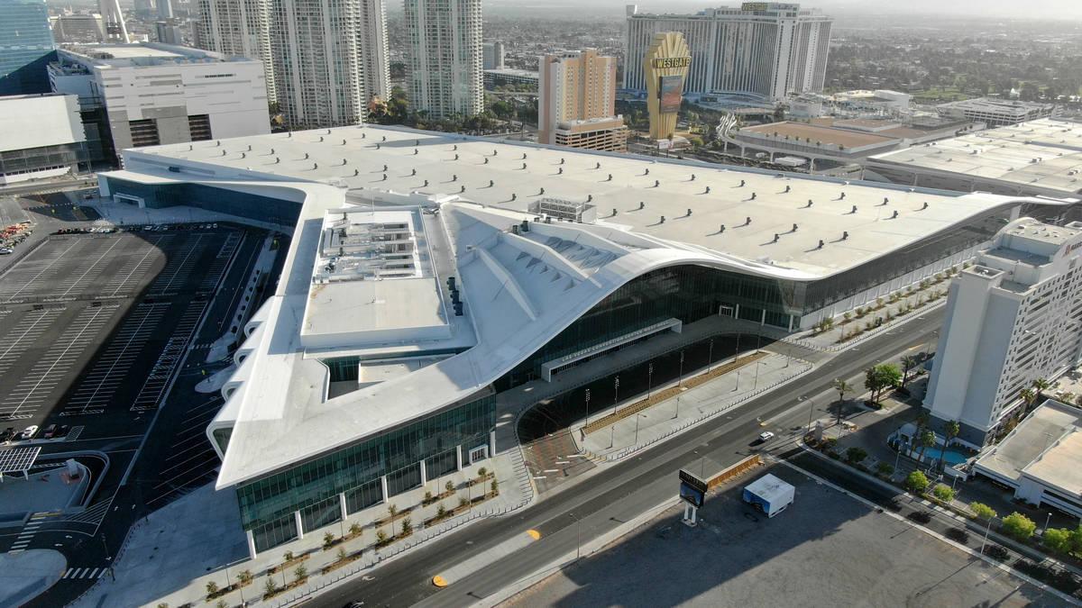 Vista aérea de la ampliación del Las Vegas Convention Center el martes, 6 de abril de 2021. ( ...