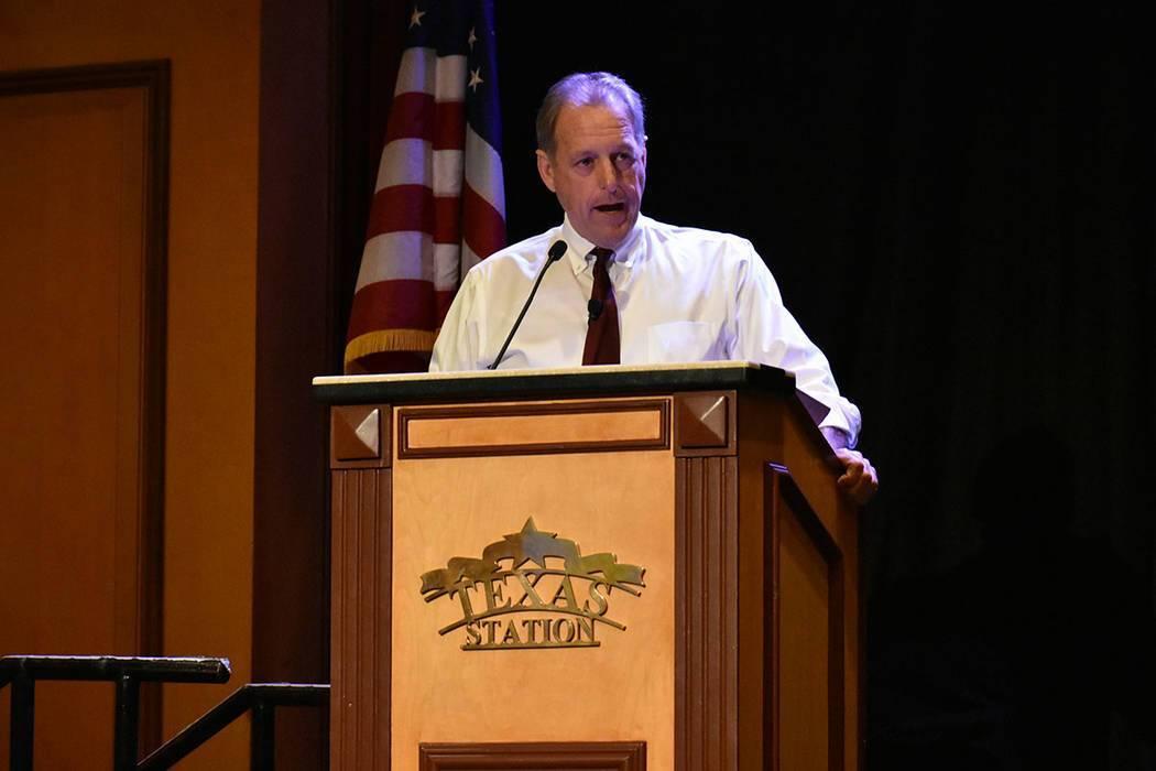 En esta foto de archivo, el alcalde de North Las Vegas, John J. Lee, habla del trabajo de su ad ...