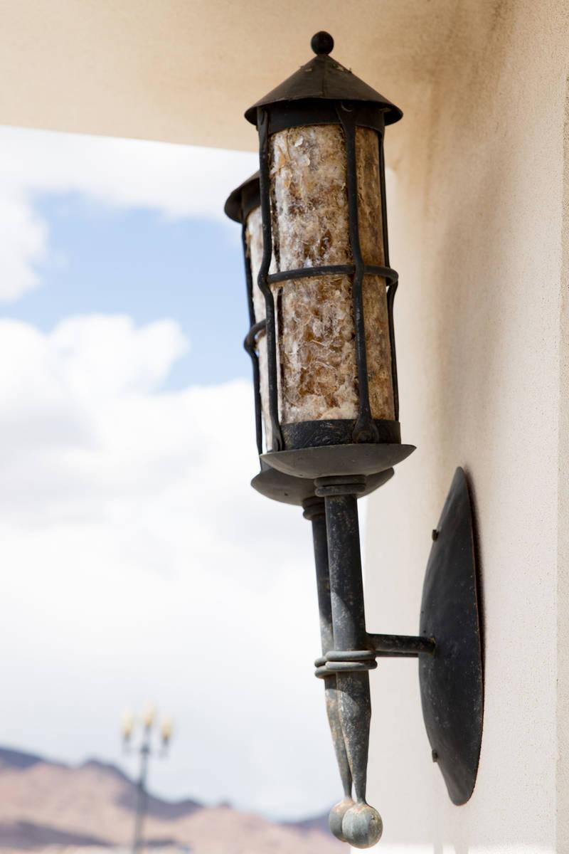 Las luces visibles a lo largo del camino son del Monte Carlo, donde Lance Burton se presentó u ...