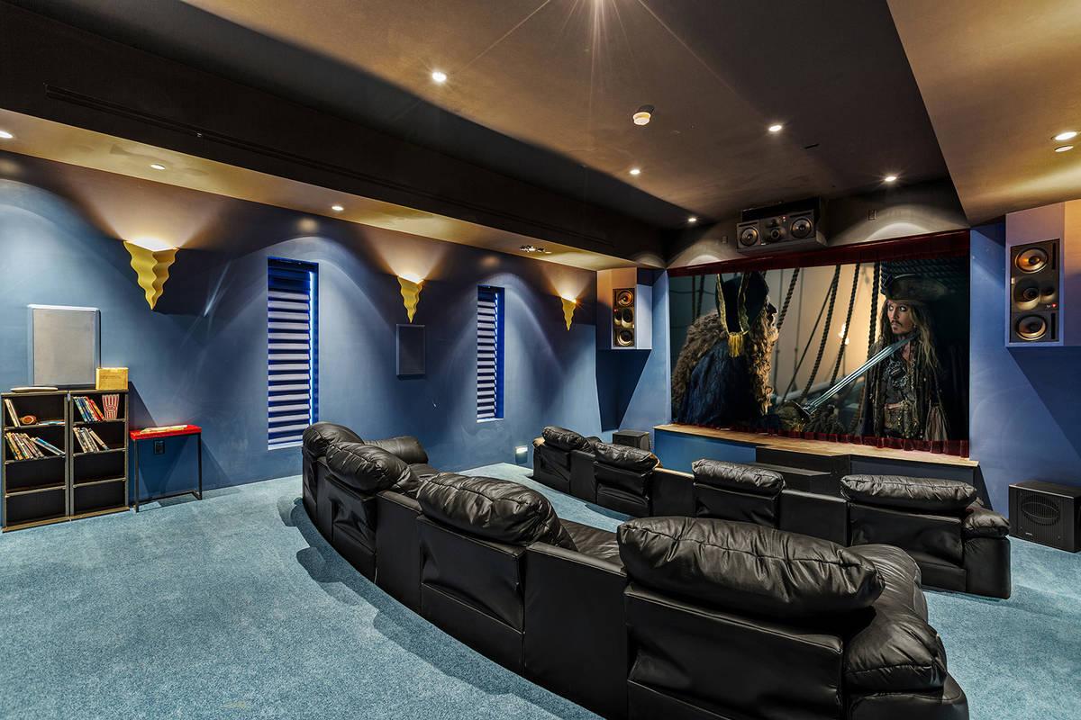La casa del mago Lance Burton en Henderson cuenta con un teatro con escenario. A lo largo de lo ...